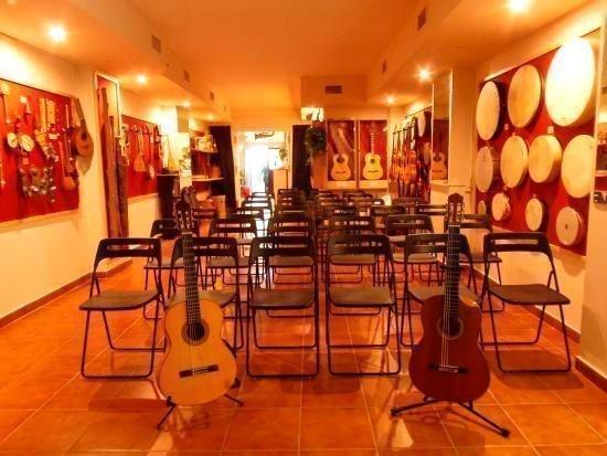 Ronda guitar house informaci n y venta de tickets de flamenco en ronda - Instrumentos musicales leganes ...